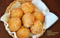 Ψωμάκια με γραβιέρα και θυμάρι Cake Recipes, Snack Recipes, Cooking Recipes, Pretzel Bun, Main Menu, Bread Cake, Muffin, Food And Drink, Health Fitness