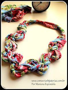Transforme o vestido de malha que você não usa mais em um colar!!!Veja o tutorial em :http://www.comocriarbijuterias.com.br/2012/06/passo-passo-de-colar-de-tecido-de-malha.html