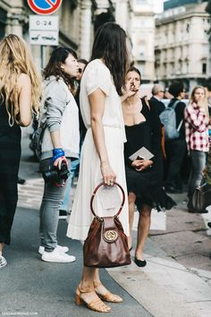 MILAN FASHION WEEK STREET STYLE. Classic and simple dress.