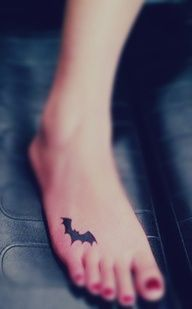 Several small bat tattoo designs including a unique red totem bat tattoo, tea pure black small bat tattoos and a cute bat tattoo by very concise lines inked on the hip Latest Tattoos, Great Tattoos, Beautiful Tattoos, Body Art Tattoos, Classy Tattoos, Latest Tattoo Design, Free Tattoo Designs, Design Tattoos, Batman Tattoo