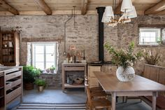 Stone Cottage Trending on Remodelista: Country Comforts - Gardenista
