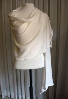 Ivory wool knit scarf/shawl/wrap light weight di LTJstudio su Etsy