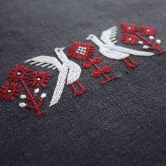 . Autumn birds . . #bird #dmcembroidery #dmcthreads #linen #needlework #handmade #stitch #stitching #handembroidery #handstitched #broderie #bordado #stickerei #ricamo #刺绣品 #자수