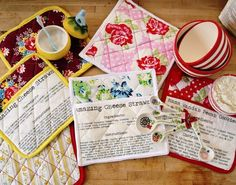 Clever, fun and practical: pot holders with favorite recipes printed right on
