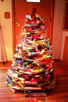 Christmas Tree made of books - Kinda wish I'd known about this BEFORE I cleaned out my bookcase...