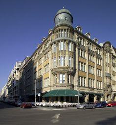 Lutter&Wegner in Weinhaus Huth - the only pre-war building left standing on Potsdamer Platz.
