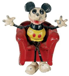 Scoop - Where the Magic of Collecting Comes Alive! - Vintage Comic Character Memorabilia Hot In Latest Hake's Americana Auction Vintage Disney Posters, Retro Disney, Vintage Comics, Mickey Mouse Toys, Vintage Mickey Mouse, Mickey Mouse And Friends, Retro Robot, Retro Toys, Vintage Games