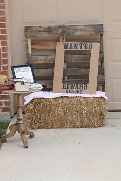 Country Themed Parties, Country Birthday Party, Barn Parties, Cowgirl Birthday, Toy Story Birthday, Birthday Party Themes, Country Party Decorations, Country Western Parties, Wedding Decorations