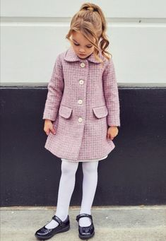 Little Girl Fashion, Fashion Kids, Toddler Fashion, Outfits Niños, Kids Outfits, Preppy Baby Girl, Fall Photo Shoot Outfits, Childrens Coats, Kids Clothing Brands