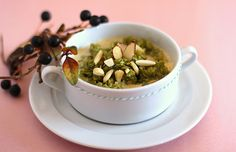 It's not that easy being green — but this sweet matcha oatmeal makes it look good, with a serious boost of antioxidants.