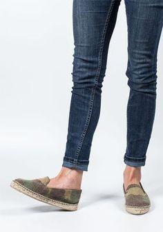 7991bb1d736f Manebi - Modelo Flat Espadrille Camo Fabric - Jildor Shoes Stuart Weitzman
