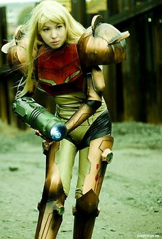 Videogame: Metroid Prime. Best Best Cosplay. Character: Samus Aran. Version: Varia Armor. Cosplayer: Jenni Källberg. From: Stockholm, Sweden. 2007. Photo: Oscar Aaro.
