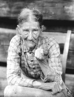 Doris Ulmann - Aunt Sophie, 1925 ©University of Oregon Libraries Vintage Pictures, Old Pictures, Old Photos, Appalachian People, Appalachian Mountains, University Of Oregon, History Of Photography, Mountain Man, Mountain Living