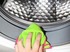 Waschmaschine reinigen, wann hast du es das letzte Mal gemacht? Haushaltsfee Claudia erklärt dir, wie einfach es geht und wie wichtig es ist.