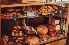 作られているパンは基本的に食パンとカンパーニュの2種類のみ。自分が心からおいしいと思う、毎日食べたい「究極の普通のパン」を焼きたいと思っているそうです。クッキーやスコーンなどのお菓子も販売しています。