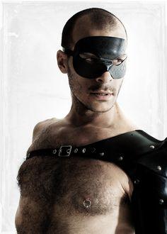 DOMINO men's latex SCALES masquerade mask (black)