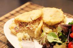 Mini Bacon & Potato Pies. Find the recipe here: http://fahrenbite.wordpress.com/2012/06/04/mini-potato-pies/