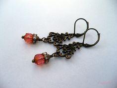 Vintasia - Roze oorbellen met bronzen ornament van CindyrellaJewels op DaWanda.com