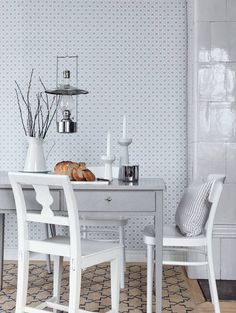 Scandinavian design wallpaper Josefina from collection Jubileum by Borastapeter and Eco Wallpaper Swedish Wallpaper, Scandinavian Wallpaper, Interior Wallpaper, Kitchen Wallpaper, Home Wallpaper, Wallpaper Samples, Scandinavian Cottage, Scandinavian Interior Design, Dining Room Inspiration