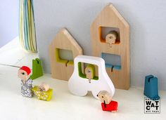 HURBANYA city wooden set toy por WatermelonCatCompany en Etsy, €45.00  The HURBANOS are handmade in linden wood and painted and decorated individually with water-based paints.