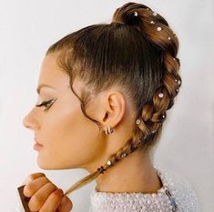 9 Fabulous Holiday Hairstyles To Recreate This Season - Page 6 of 9 - VIVA GLAM MAGAZINE™