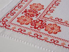 No photo description available. Cross Stitch Geometric, Cross Stitch Borders, Simple Cross Stitch, Cross Stitch Rose, Modern Cross Stitch Patterns, Cross Stitch Flowers, Cross Stitch Designs, Cross Stitching, Hand Embroidery Stitches