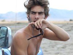 The oh so handsome Jon Kortajarena Jon Kortajarena, Gorgeous Men, Beautiful People, Pretty People, Pretty Men, Beautiful Places, Beach Tumblr, Hot Guys, Spanish Men