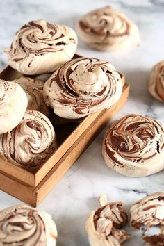 A legelegánsabb nutellás habcsók Xmas Desserts, Dessert Recipes, Pavlova, Meringue, Party Sweets, Gourmet Gifts, Macaron, Creative Food, Diy Food