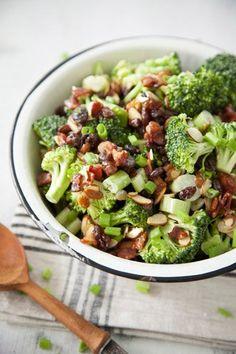 Almond Broccoli Salad Easy Salad Recipes, Bacon Recipes, Easy Salads, Great Recipes, Cooking Recipes, Favorite Recipes, Healthy Recipes, Dinner Recipes, Drink Recipes