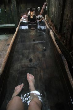 Wooden tub at Bagby Hot Springs. Cabins In The Woods, Beautiful Bathrooms, Architecture, My Dream Home, Future House, Interior And Exterior, Bathing, Sweet Home, Primitive Bathrooms