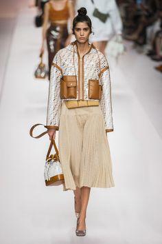 Fendi Spring 2019 Ready-to-Wear Collection - Vogue Summer Fashion Trends, Milano Fashion Week, Latest Fashion Trends, Spring Summer Fashion, Trendy Fashion, Fashion Show, Womens Fashion, Fashion Design, Milan Fashion
