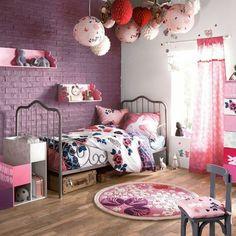 idee deco chambre ado fille en violette, tapis rond en violette et rose