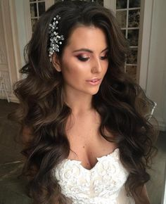 Long Mermaid Waves Wedding hairstyles for long hair are fairly simple for women who sport healthy, lengthy locks. For thick extra long hair, try a wavy hairstyle, mermaid waves with an elegant hair piece and voluminous side bangs. Wedding Hair Side, Long Hair Wedding Styles, Vintage Wedding Hair, Wedding Hairstyles For Long Hair, Elegant Hairstyles, Wedding Hair And Makeup, Bridal Hair, Short Hair Styles, Trendy Wedding