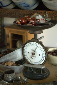 Primitive kitchenware De tijd van kastanjes en noten.