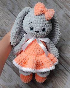 PDF Плюшевая Зайка. Бесплатный мастер-класс, схема и описание для вязания плюшевой игрушки амигуруми крючком. Вяжем игрушки своими руками! FREE amigurumi pattern. #амигуруми #amigurumi #схема #описание #мк #pattern #вязание #crochet #knitting #toy #handmade #поделки #pdf #рукоделие #заяц #зайка #зайчик #зая #заенька #зайчонок #rabbit #hare #plush #плюшевый