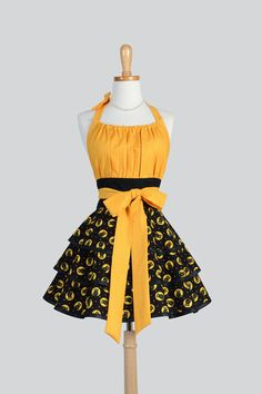 Flirty Chic Apron Halloween Apron Gold and Black Owls by CreativeChics #Halloween #CreativeChics