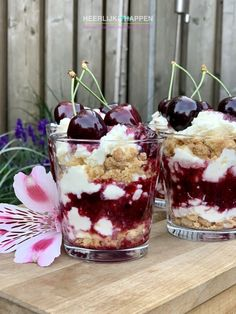 Zomers kersen toetje met crumble - Heerlijke Happen Cherry Desserts, Sweet Desserts, Sweet Recipes, Delicious Desserts, Dessert Recipes, Yummy Food, Dessert Blog, Fresh Strawberry Recipes, Brunch