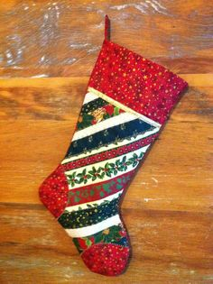 Christmas boot, by Patch Rio Quilted Christmas Stockings, Quilted Christmas Ornaments, Christmas Quilt Patterns, Christmas Stocking Pattern, Xmas Stockings, Christmas Sewing, Christmas Items, Diy Christmas Gifts, Christmas Projects