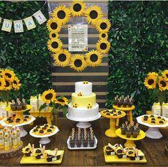 Sunflower Birthday Parties, Sunflower Party, Sunflower Cakes, Sunflower Baby Showers, Graduation Party Themes, Birthday Party Decorations, 30th Birthday Gifts, 16th Birthday, Sunflower Wedding Decorations