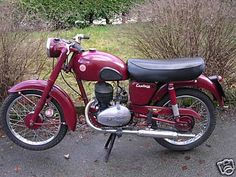 Mine was 1952 or 3 not sure Villers engine in James Captain it was a lot heavier than it looks. British Motorcycles, Triumph Motorcycles, Vintage Motorcycles, Cars And Motorcycles, Vintage Cycles, Vintage Bikes, Classic Bikes, Classic Cars, Classic Motorcycle