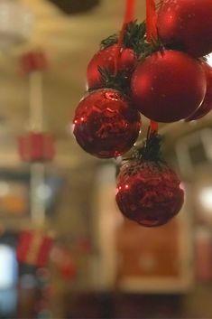Το αγαπημένο σας στέκι στο Κερατσίνι, το Χρησιμοπωλείον, μπήκε για τα καλά στο Χριστουγεννιάτικο πνεύμα! Cherry, Fruit, Food, The Fruit, Meals, Prunus, Yemek, Eten