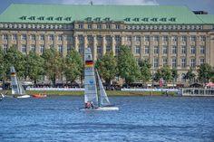 Segel auf der Binnenalster...  Hamburg-Alster: http://www.bilderwerk-hamburg.de/category/hamburg-motive/hamburg-alster/