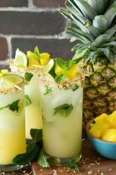 Pineapple Coconut Mojito: the classic mint mojito is remixed with another tropical favorite, the piña colada, to create a new ultimate Summer rum cocktail! These Pineapple Coconut Mojitos are so gorge (Pour Drink Coconut Rum) Pineapple Mojito, Mint Mojito, Pineapple Coconut, Mojito Cocktail, Pineapple Cocktail, Watermelon Cocktail, Pineapple Vodka Drinks, Vodka Mojito, Mojito Drink