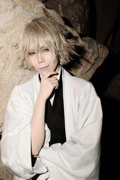 Tsukimaru (月丸) as Kisuke Urahara