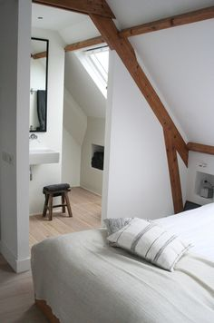 15 Attic Bedroom Trend to Inspire You Bedroom - Bedroom Design Loft Room, Bedroom Loft, Home Bedroom, Bedroom Rustic, Master Bedroom, Attic Bedroom Designs, Attic Bedrooms, Attic Remodel, Attic Spaces