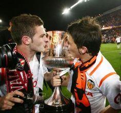 Mata y villa besando la copa cuando estaban en el Valencia CF :)