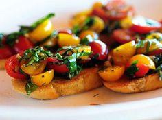 Bruschetta com tomates coloridos...