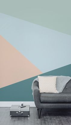 This geometric wallpaper looks so cool in this Scandinavian inspired living…