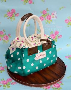 Teal handbag cake - Cake by Karen Keaney Shoe Cakes, Cupcake Cakes, Fondant, Beautiful Cakes, Amazing Cakes, Pretty Cakes, Cath Kidston Cake, Handbag Cakes, Purse Cakes