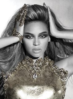 I'm a HUGE Beyoncé fan!!! I ❤ her. My favorite entertainer.